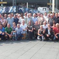 photo de groupe devant le stade de France
