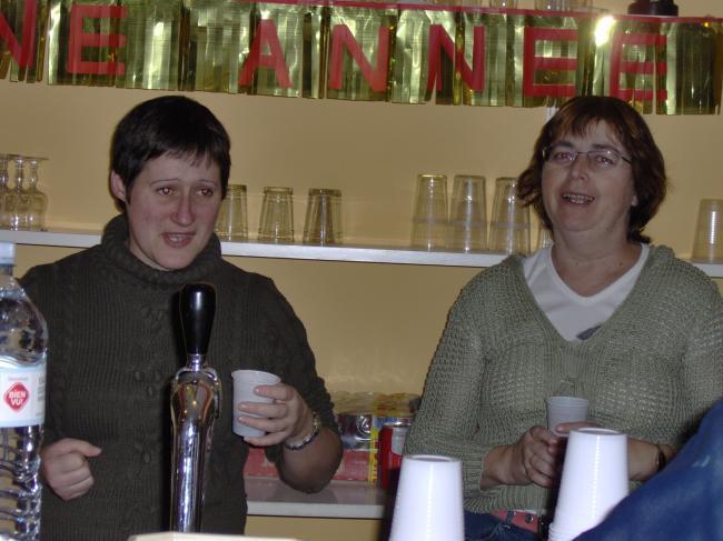 les femmes deriére le bar
